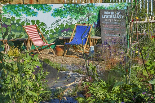 Picture of a garden with plants and deck chairs