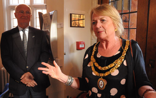 A mayoress wearing a gold chain